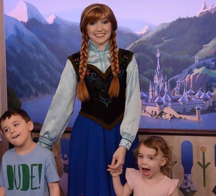 Reece and Kat meet Anna from Frozen. WOW!